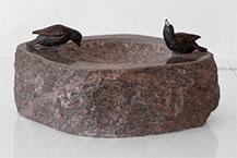 Vogeltränke aus Granit