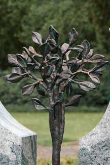 Baum aus Bronze