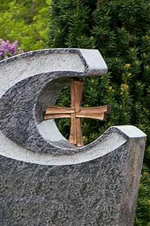 Grabkreuz aus Bronze