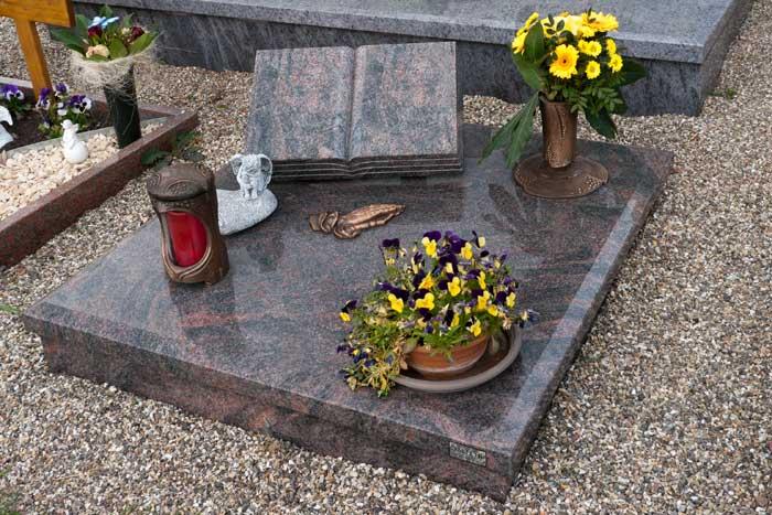 Urnengrabsteine Grabsteine F 252 R Urnengr 228 Ber