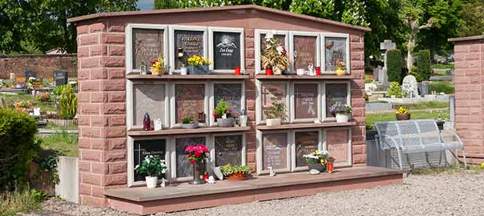 Urnenwand Friedhof Bexbach.